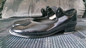 One pair of 9M tap shoes