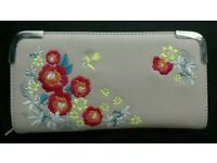 Shell pink embroidered new look purse