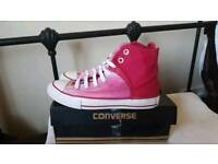 Pink high tops CONVERSE size 2 ( big fitting)