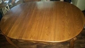 Victoriaville Dining Table/6 chairs - Buffet & Hutch Kawartha Lakes Peterborough Area image 2