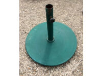 Parasol stand - Dark green - 45cm Diameter - Outdoor Garden Furniture Seating Parasol Umbrella