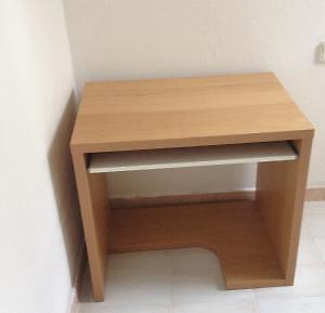 Mesa de escritorio ikea espejo tranby sillas plegables for Loquo muebles