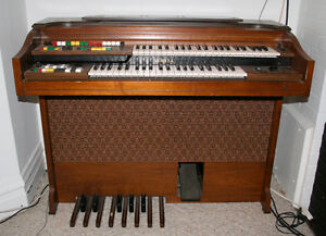 yamaha organ with chair