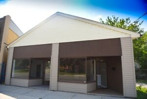 Retail unit for rent on super busy street
