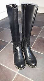 Black Leather Ladies Boots size 38 worn twice