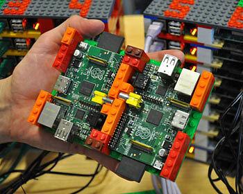 Bunte Legosteine halten den Super-Pi zusammen. (Copyright: Simon Cox/ University of Southhampton)