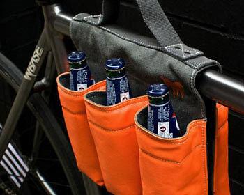 Dank dem stylischen Flaschenhalter ist die Gefahr des Verdurstens gebannt. (Copyright: Firebox)