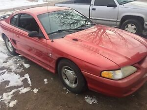 1995 Ford Mustang bace Coupe (2 door)