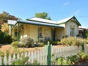 Charming Conveniently Located Spacious One Bedroom Flat in Lorn. Lorn Maitland Area Preview