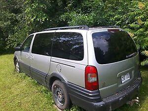 2004 Pontiac Montana grise Familiale