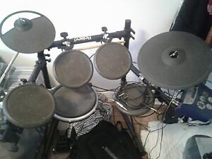 """Roland V-Drums TD-6 With 1/4"""" Cables"""