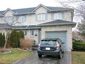STONEY CREEK TOWNHOUSE FOR LEASE IN DESIRABLE AREA