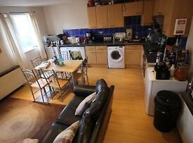 ** HEADINGLEY/HYDE PARK BORDER LOVELY 6 BED APARTMENT FOR 18/19 ** £75 PER WEEK PER PERSON