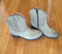 NEW B.O.C. Women's Ambrosia Suede Boots, Taupe 6.5