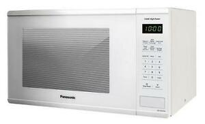 Four à micro-ondes de comptoir 1100 Watts Blanc de 1,3 pi³ Panasonic ( NN-SG626W )