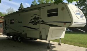 2004 Cougar 5th Wheel Trailer Model 285 EFS