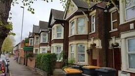 FOR RENT 4/5 BEDROOM MATURE TERRACED HOUSE, AMPTHILL RD, BEDFORD