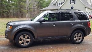 2012 Ford Escape 4x4 --- Needs to go!