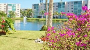 Beautiful Dania Beach - Meadowbrook Lakes 2-Bed 2-Bath Condo