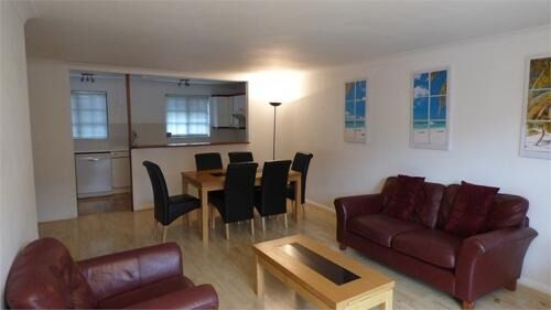 Beautiful 2 bedroom flat to rent in Canary Wharf with river views