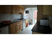 LOVELY DOUBLE ROOM IN A HOUSESHARE, LOCATED IN LONGFIELD AVENUE, NW7 2EH