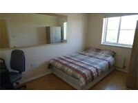 Big double room in Thamesmead, big house and all bills included