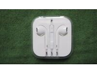 NEW Genuine Apple EarPods with 3.5mm Headphone Plug - Mic and Vol Controls RRP £29
