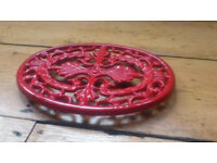 Enamel-coated cast iron trivet (All Cooks, 23 cm long/ 16 cm wide)