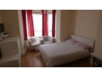 Beautiful double room in this modern flat in Bow, all bill included, close to local amenities