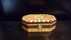 TURKISH INLAID MARQUETRY STYLE WOODEN BOX