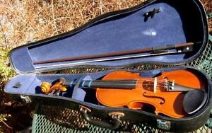 VIOLINS AND CASE BY STENTOR 1/2 &TUSCANI 3/4