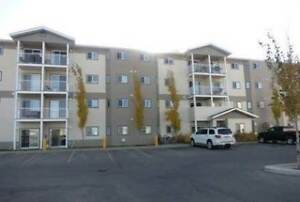 #1557- 2 Bedroom Corner Unit In Royal Oaks $1350 Avail. Oct 1st