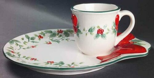 New PFALTZGRAFF Winterberry Sculpted Snack Sets  - Set has a Cup & Plate
