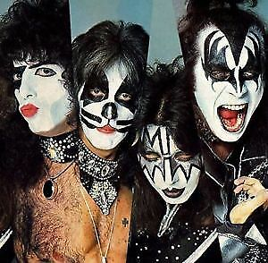 KISS BEST REDS=102=A=5TH.ROW FROM STAGE.5IEMERANGE DU LA SCENE