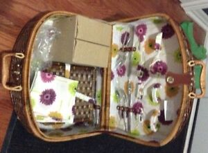 New Picnic basket  for sale London Ontario image 2