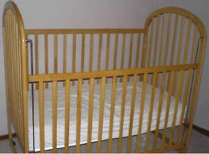 CRIB FOR SALE BARELY USED.