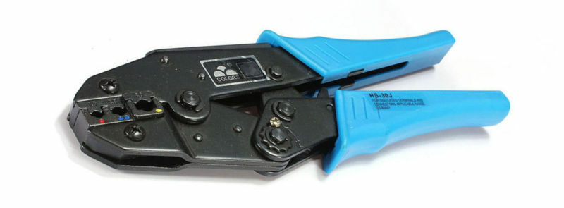 A crimping tool for tightening wire connectors