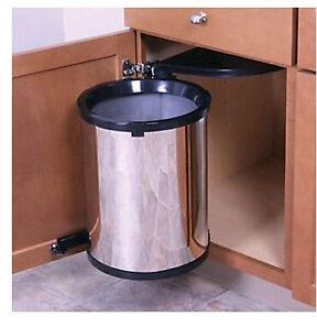 Under cabinet garbage can