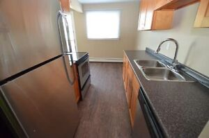 2 bedroom Balcony Renovated downtown Avail Oct 114th