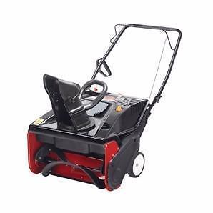 Souffleuse à neige Yard Machines de 179 cc avec largeur de déblaiement de 21 po