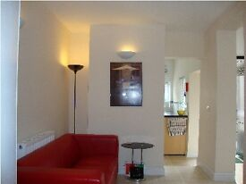 Luxury Spacious Room with large ensuite, 100mb WIFI, bills included, in town centre