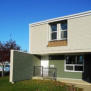 #4123 Pet Friendly 3 Bed Townhouse in Patterson $1100.