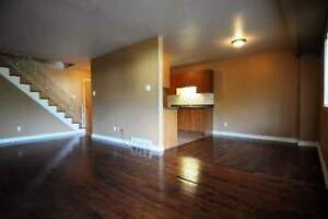 LARGE & FULLY RENOVATED TOWNHOUSE POINTE-CLAIRE