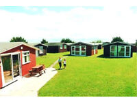 SELF CATERING MODERN 2 BEDROOM CHALET CORNWALL near Padstow 25th August Available