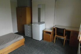 Large Double Room With Wi-Fi in East Acton Available For 1 Person, All Bills Included, Zone 2