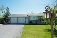 Wolfe Island Bungalow - Walk to Ferry for Kingston - NEW PRICE