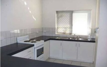 2 Bedroom Unit, fully air conditioned - fantastic location