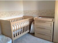 Oak Mammas and Pappas Rialto cot bed and chest of drawers