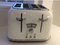 White delongi brilliante toaster