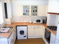 ***STUDENT PROPERTY*** 4 double bedrooms, min walk to Northfields station